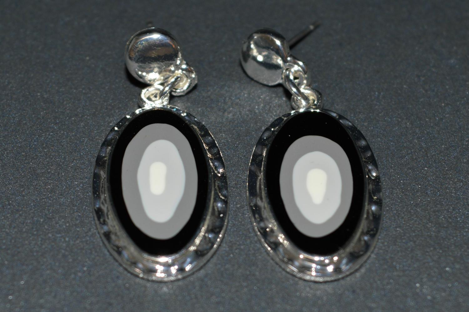 Oval Shape Earring with Grey Enamel Consecutive Circles