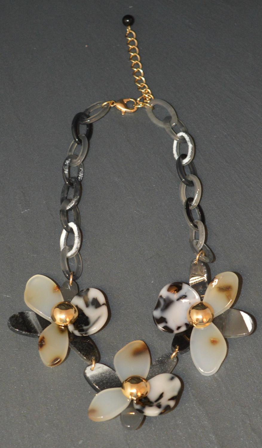 Acrylic Multi Effect Flower Necklace