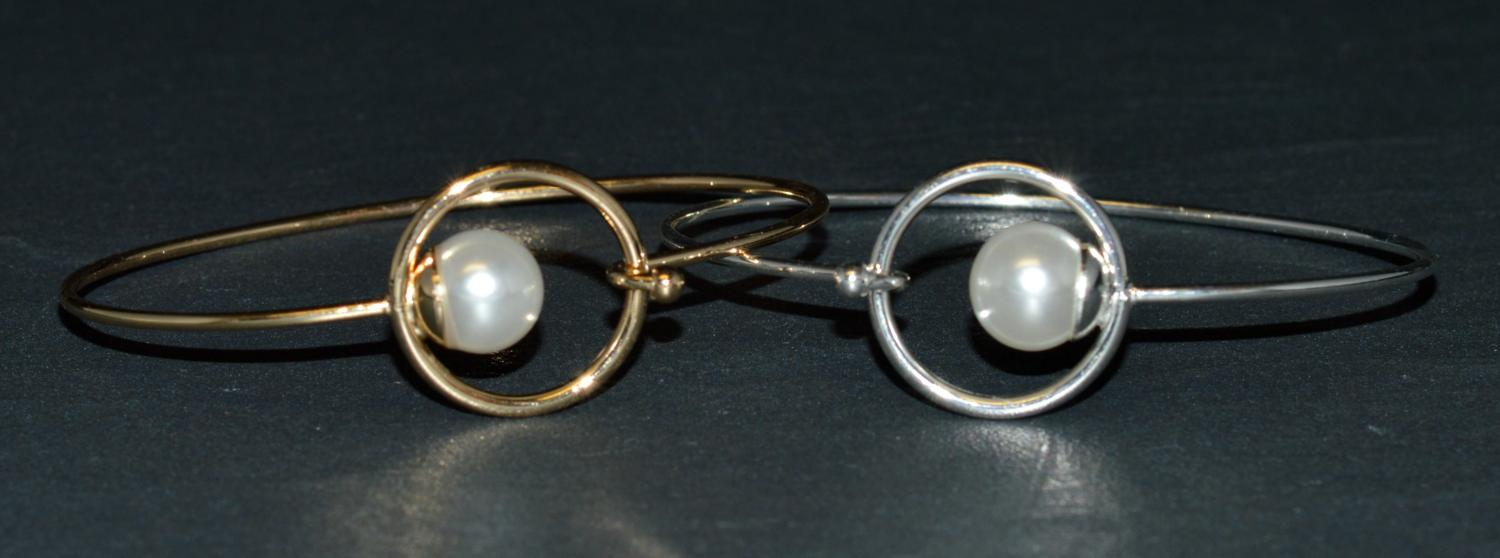 Single Pearl Bangle with Circle Hook Fastening