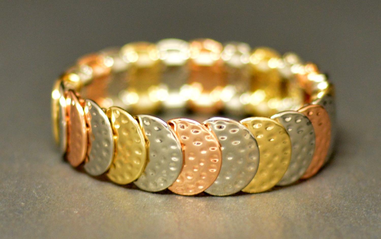 Hammered Effect Overlapped Circles on Elasticated Bracelet