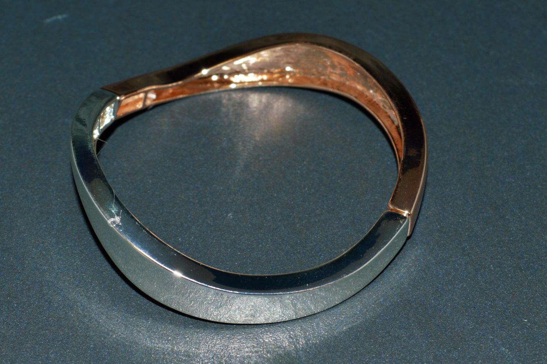 Two Tone Wave Elasticated Bracelet