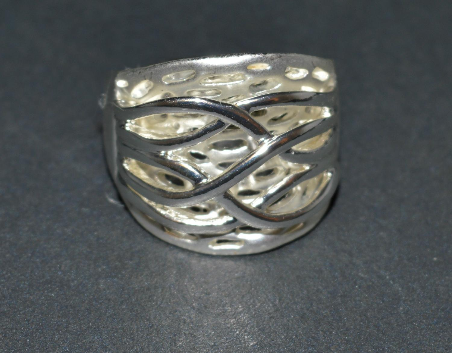 Matt and Polished Criss-Cross Ring